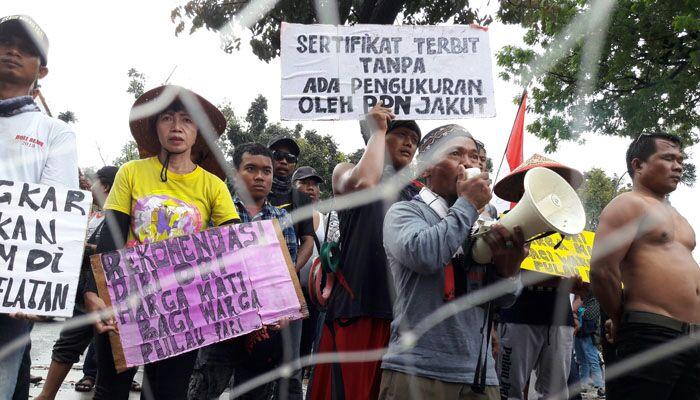 Warga Pulau Pari Kepulauan Seribu Gelar Demo di Balaikota