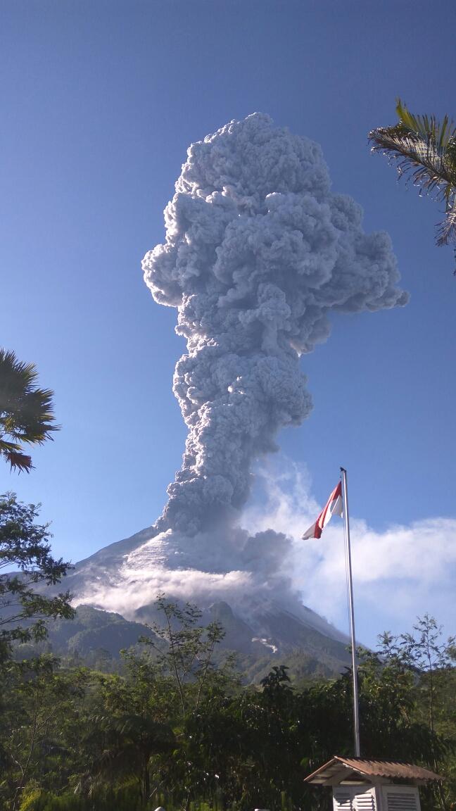 BPPTKG Sebut Gunung Merapi Keluarkan Guguran Material Sejauh 1,5 Km