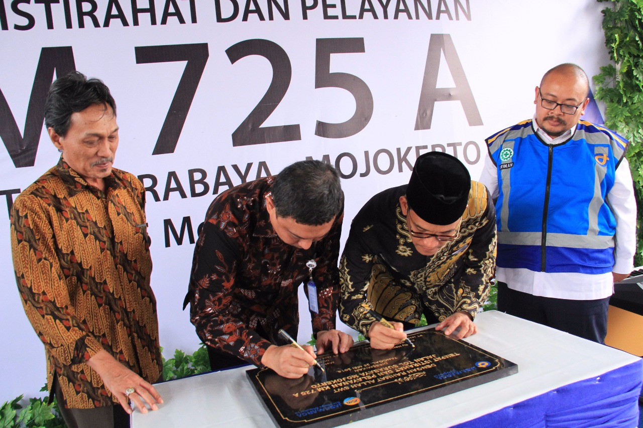 Peresmian Tempat Istirahat dan Pelayanan (TIP) atau Rest Area Km 725A arah Surabaya, Ruas Jalan Tol Surabaya-Mojokerto, Jumat, 25 Mei 2018.