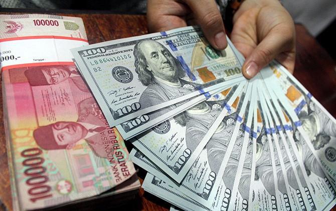 Rupiah Melorot Lagi, Nyaris Rp14.402 per Dolar AS