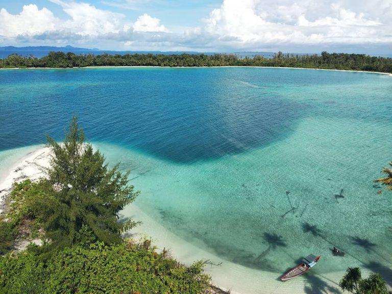 Dua Pantai Indah di Indonesia yang Bikin Kamu Lupa Rumah!