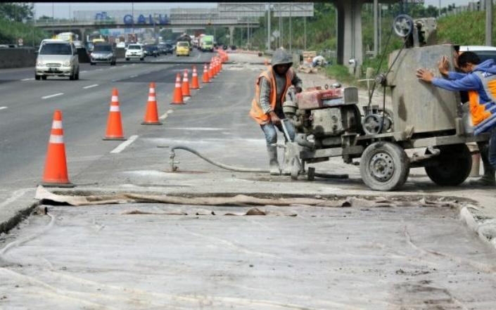 Jasa Marga Lakukan Pemeliharaan Rutin Jalan Tol Jakarta-Cikampek