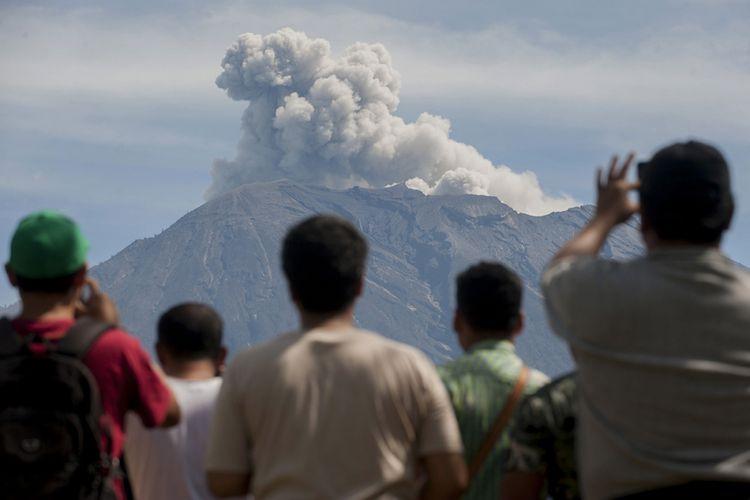 Gunung Agung kembali Erupsi, BNPB Pastikan Bali Aman