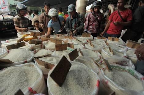 Harga Beras Selama Ramadhan Stabil, Jokowi Diminta Evaluasi Mendag