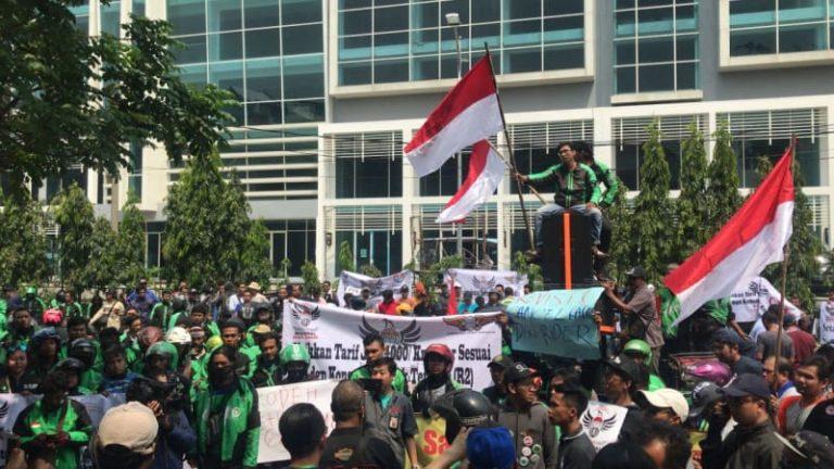 Driver Ojek dan Taksi Online di Surabaya Kompak Tuntut Kenaikan Tarif
