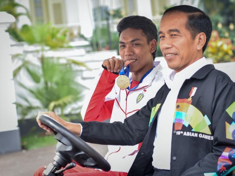 Di Depan Jokowi, Zohri Bantah Anggapan Warganet