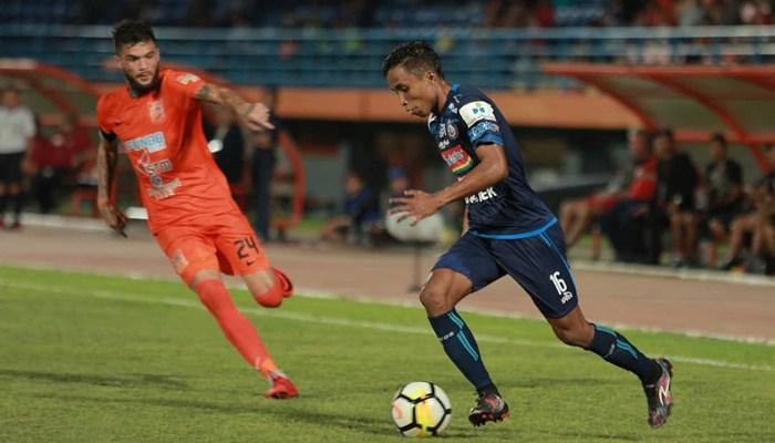 Singo Edan Runtuhkan Laskar Wong Kito di Stadion Gelora Sriwijaya