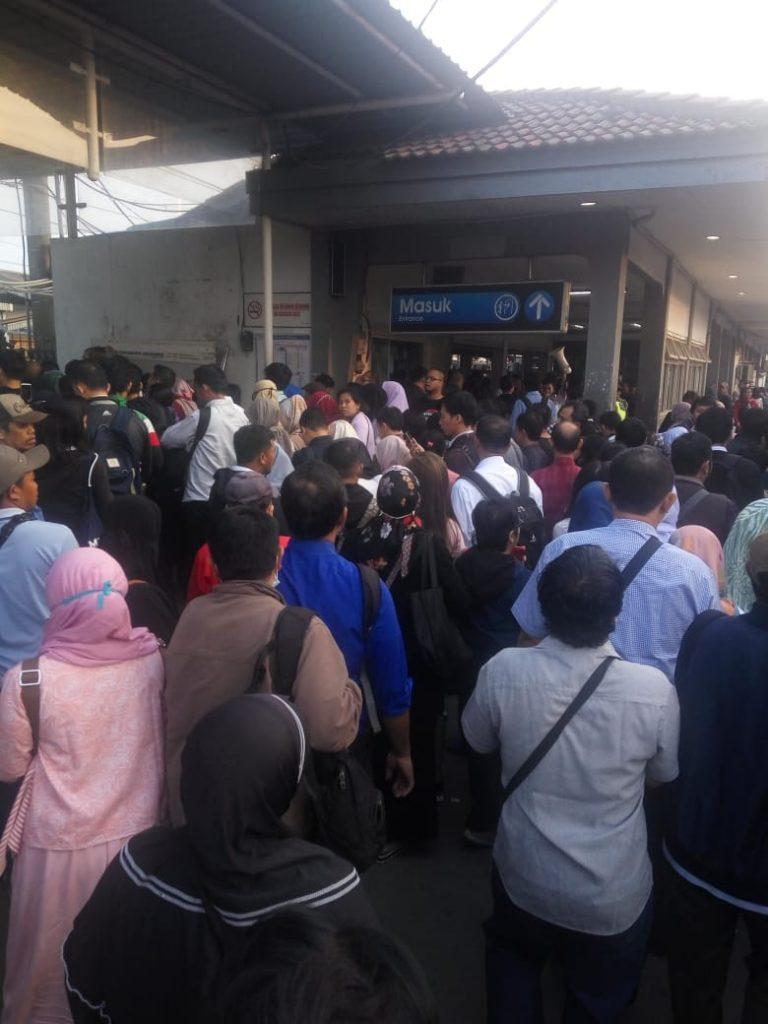 Antrean Ticketing di Stasiun Bogor Bikin Penumpang Kecewa