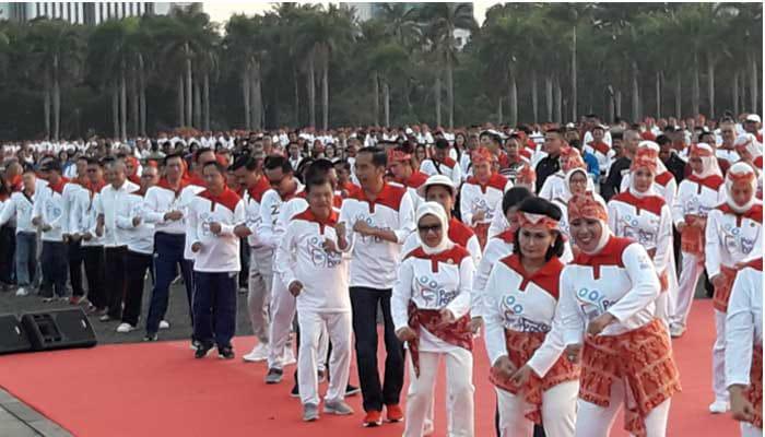 Masyarakat Biasa Hingga Presiden Jokowi Meriahkan Senam Poco-Poco di Monas