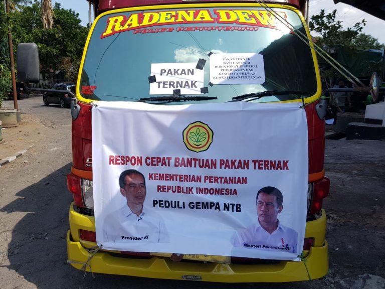Kementan Serahkan Bantuan Pakan untuk Ternak korban bencana di lombok