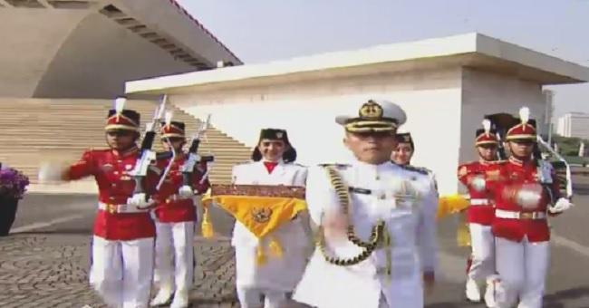 Ditarik Enam Kuda, Kereta Kencana Pembawa Bendera Pusaka Melaju ke Istana