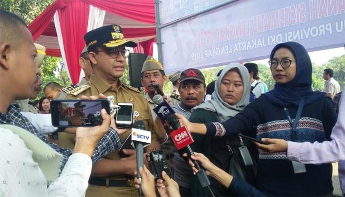 Cegah Banjir, Anies Perintahkan Lumpur di Saluran dan Waduk Dikeruk