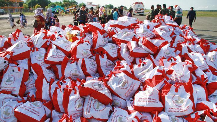 Tagana Dinsos DKI Salurkan 1.500 Paket Sembako di Palu