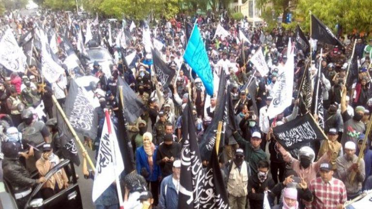 Tuntut Bubarkan Banser, Massa Aksi Bela Tauhid Kepung Kantor Menkopolhukam
