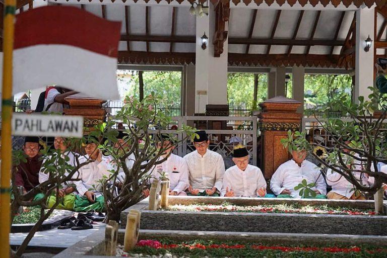 Ziarahi Makam KH Hasyim Asy'ari, Prabowo-Sandi lakukan Napak Tilas Resolusi Jihad