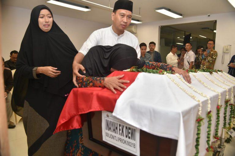 Suasana Sedih Iringi Pelepasan Jenazah Karyawan Kementerian ESDM Korban Lion Air