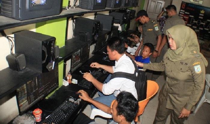 Bolos Sekolah ke Warnet, 25 Pelajar di Palmerah Dirazia