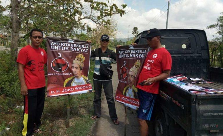 Empat Fakta Dibalik Pemasangan Poster 'Raja Jokowi'