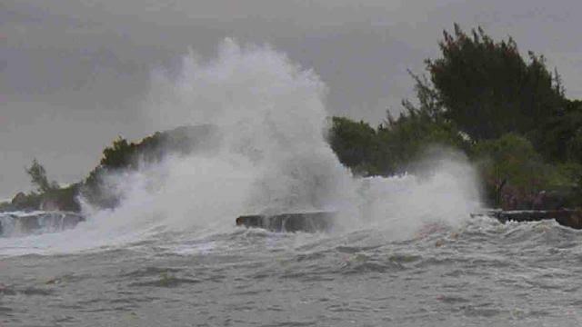 Gelombang Laut Selatan Jabar-DIY Berpotensi Mencapai Enam Meter Lebih