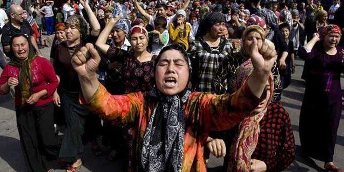 Prihatin Derita Muslim Uighur, Warganet Serukan Boikot Produk Cina