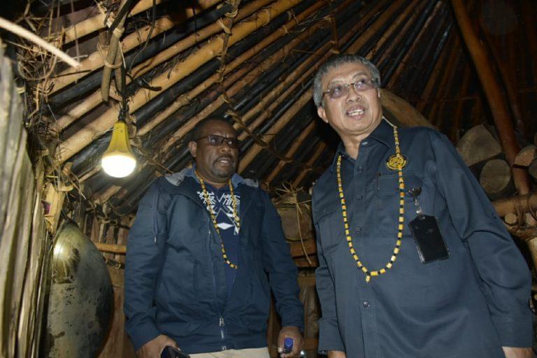 Berkat LTSHE, Malam di Puncak Jaya dan Paniai Kini Makin Terang