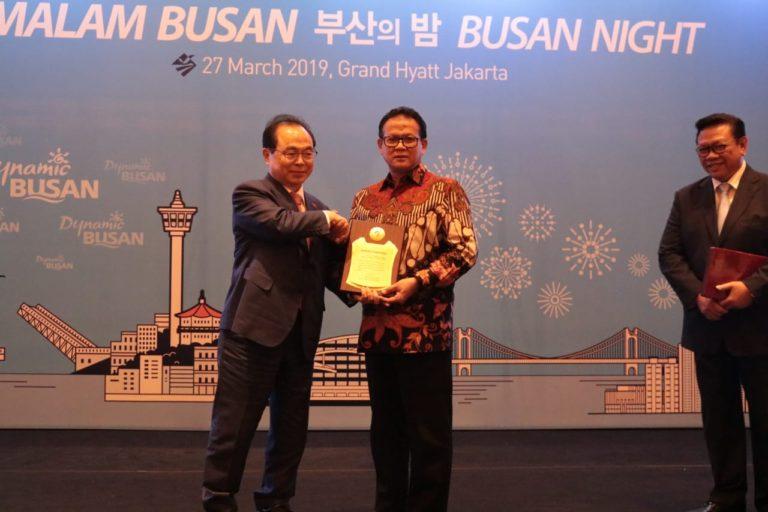 Guru Besar Kelautan IPB Dianugerahi Gelar Duta Besar Kehormatan Busan Korea Selatan