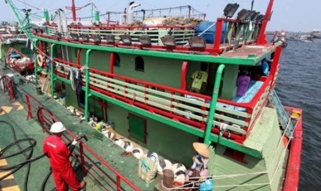 Cara Pertamina Pasok BBM ke Daerah Longsor Labuan Bajo, 8 Jam di Laut