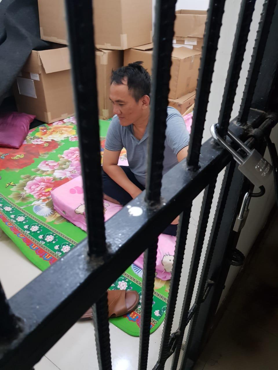 Beredar gambar seorang pria diduga Andie Arief (Politikus Demokrat) diamankan polisi terkait kasus narkoba