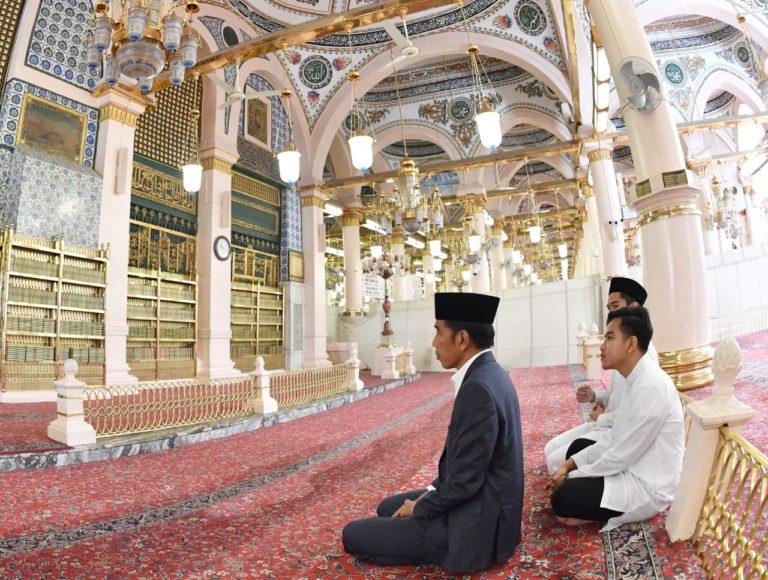 Akhiri Perjalanan Umroh, Jokowi Ziarahi Makam Nabi Muhammad SAW