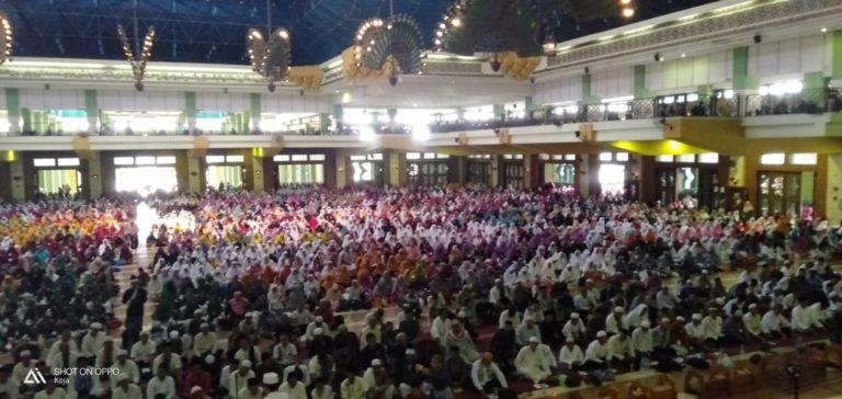 8.000 Jamaah Sholawat Nariyah Padati Masjid Raya Islamic Centre
