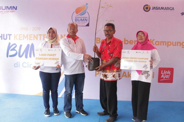 Meriahkan HUT Kementerian BUMN, Jasa Marga, Pindad dan Djakarta Lloyd Salurkan CSR di Ciamis