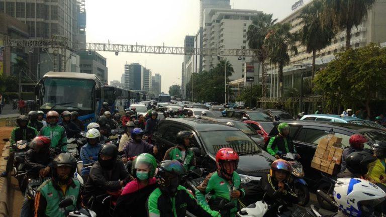 Jelang Gladi Resik HUT Jakarta ke-492, Kawasan Bundaran HI Macet