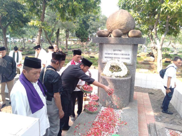 Haji Lulung Pimpin Bamus Betawi Ziarah di Makam Husni Tamrin