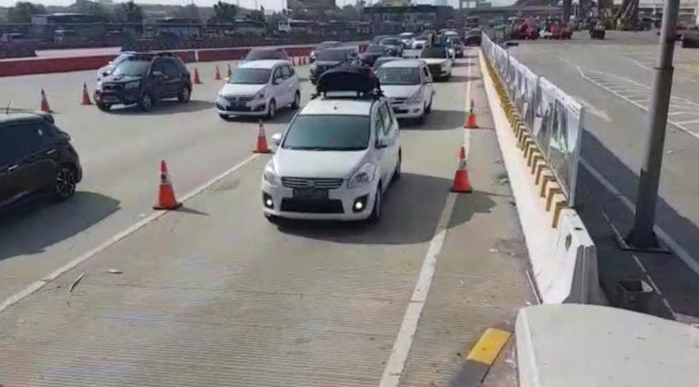 Arus Balik, Jasa Marga Berlakukan One Way dari  GT Kalikangkung – Km 29 Tol Cikampek