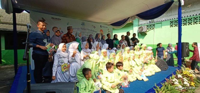 HUT ke-49, Jamkrindo Bagikan 49.000 Paket Alat Sekolah Secara Serentak
