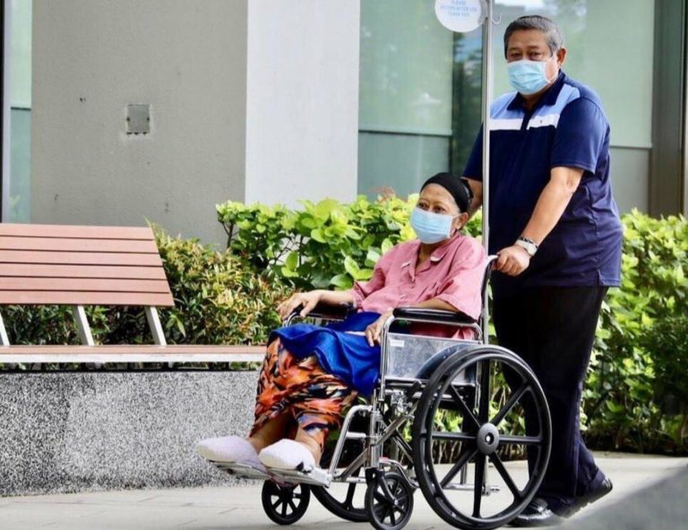 Ibu Ani Yudhoyono Tutup Usia