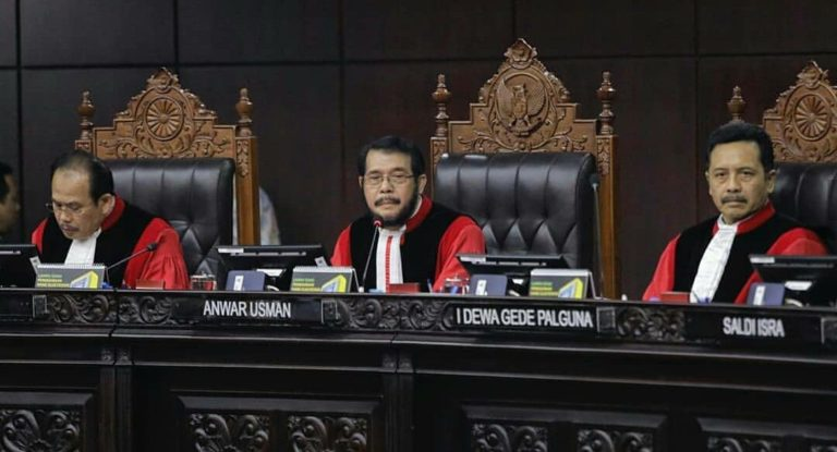 Satu Suara, Majelis Hakim MK Tolak Semua Permohonan 02