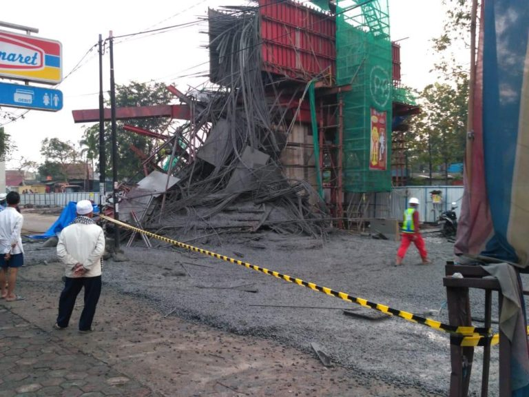 Penyangga Cor Beton Ambrol, Pengerjaan Proyek Jalan Tol BORR Dihentikan Semetara