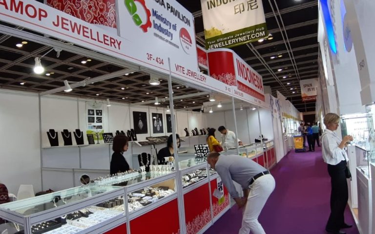 Enam IKM Perhiasan Tanah Air Mejeng di Pameran Hongkong