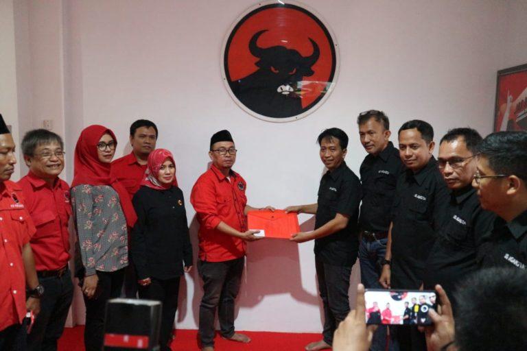 Balon Walikota Makassar UQ Sukriansyah Mendaftar di PDI Perjuangan
