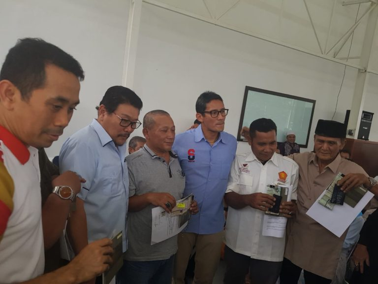 Ungkap Rasa Terima Kasih, Politisi Gerindra Serahkan 10 Ambulance ke Warga Jakbar