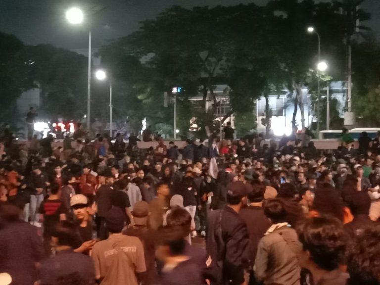 Memanas, Aksi Mahasiswa di DPR Blokir Jalan Tol Gatot Subroto