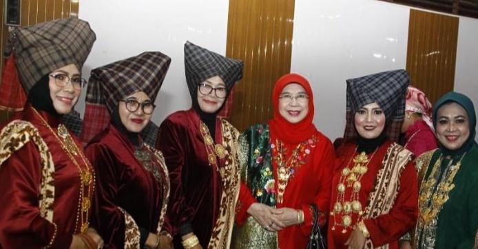 DPD RI Dorong Songket Silungkang Bisa Go International