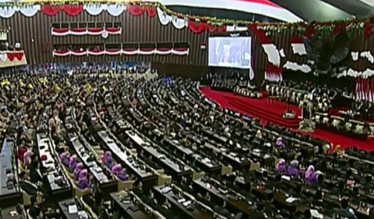 Baru Dilantik, Jokowi Janji Perjuangkan Penciptaan Lapangan Kerja Lewat UU
