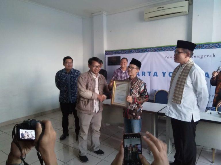 Pengamat Politik Ujang Komarudin Sabet Piagam Jakarta Youth Award 2019