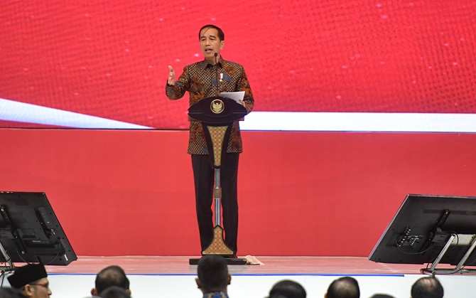 Jokowi Minta Pangkas Impor Besar-besaran Sektor Energi dan Bahan Baku
