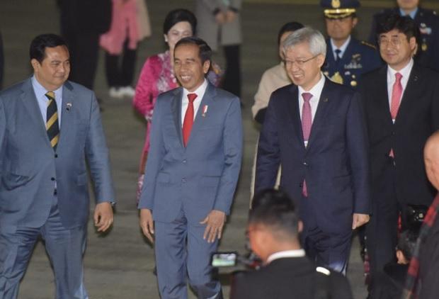 Hadiri KTT ASEAN-ROK, Rombongan Presiden Jokowi Tiba di Busan