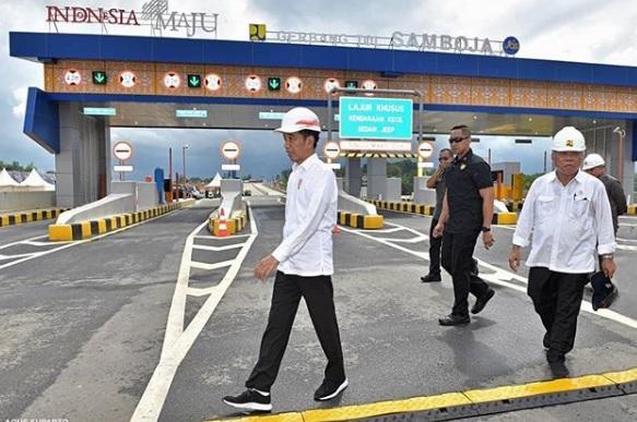 Jokowi Bangga Resmikan Jalan Tol Pertama di Pulau Kalimantan