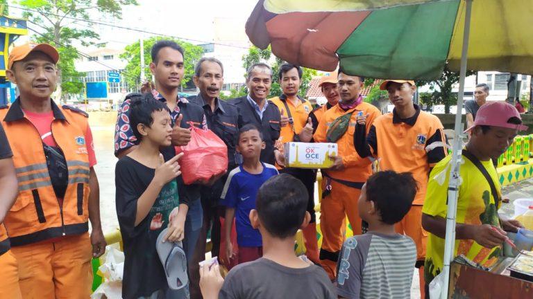 Peduli Banjir, KADIN Jakarta Pusat Bagi-bagi Bingkisan