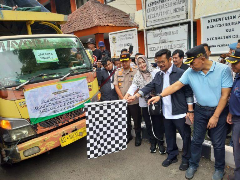 Mentan Syahrul Serahkan Bantuan ke 5 Titik Banjir di Jakarta dan Tangerang